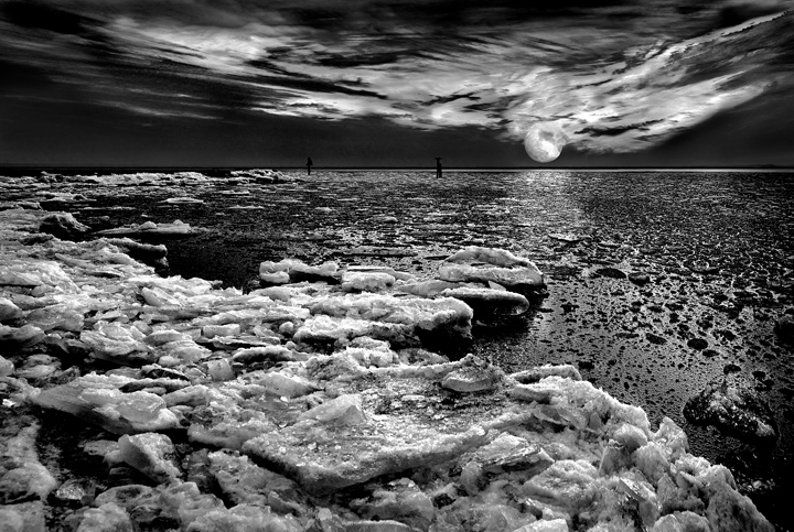 moon, ice, Chesapeake Bay, Black and white